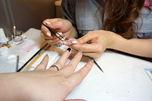 襟元の柄デカール (C)Nail Salon Ayumino ALL Rights Reserved. (C) IDEA FACTORY / DESIGN FACTORY