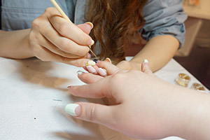ゴールドのライン (C)Nail Salon Ayumino ALL Rights Reserved. (C) IDEA FACTORY / DESIGN FACTORY