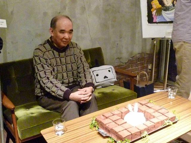 田中芳樹先生がカフェにいる銀河英雄伝説の壁紙
