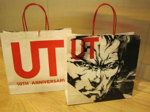『メタルギア』×『UT』コラボレーションを記念した紙袋 (C)Konami Digital Entertainment