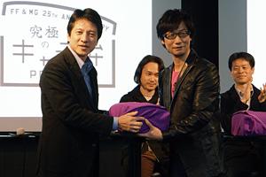 河野弘氏から手渡された「究極のキャラ弁」 小島秀夫氏 『FINAL FANTASY』『METAL GEAR』シリーズ 生誕 25 周年記念「究極のキャラ弁」贈呈式