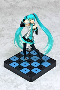 特製di:stage ベースユニット(格子柄)『figma 初音ミク 2.0』(C)Crypton Future Media,INC. www.piapro.net