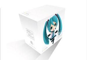 『初音ミク Project mirai でらっくす』の楽曲を収録したボックスセット、 『初音ミク Project mirai こんぷり~と』が発売決定 (C)Crypton Future Media, INC. www.piapro.net (C)SEGA(C)U/M/A/A Inc.