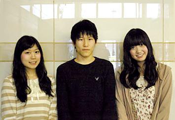 左から宮本佳那子、本城雄太郎、大橋彩香