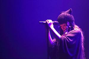 チエ・カジウラ ライブ『FIRE BOMBER 2012』11月23日・渋谷公会堂 写真:渡邊純子