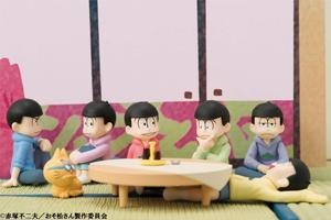 「おそ松さん」六つ子の、くつろぐ松達がミニチュアで再現